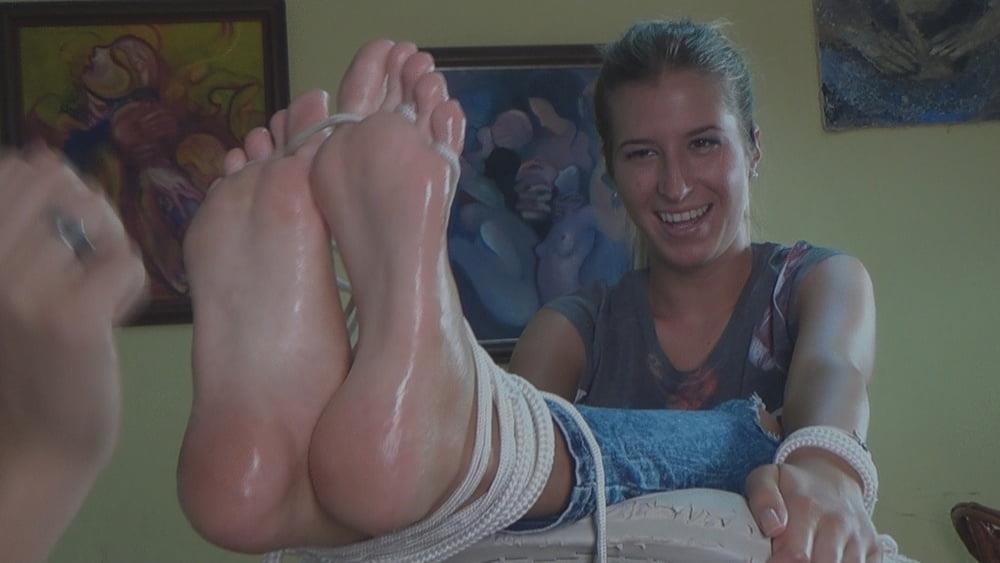 Beautiful feet babes-3285