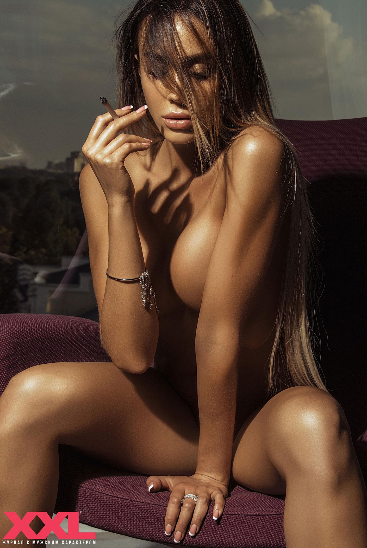 Актриса, модель и телеведущая Эмма Ди голая в мужском журнале XXL / фото 11