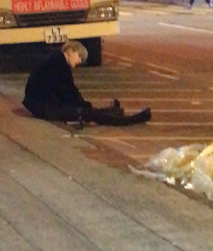 SPOTTED : NEW EDGE TRAINEE NAMED 'RYUNIN' DRUNK, ON THE ROAD YCbhGFRA_o