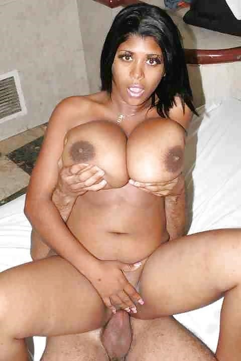 Sexy black girl with huge tits-2786