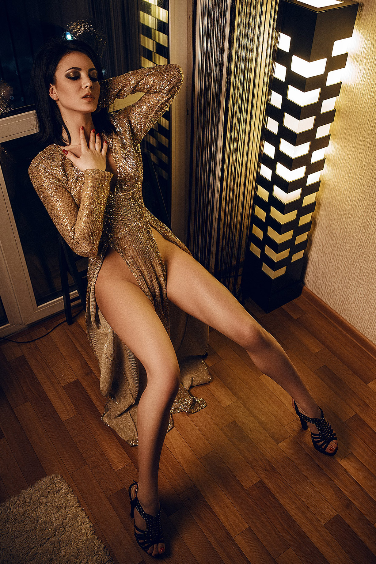 Девушка в золотом платье / Redji Gold by Max Microb