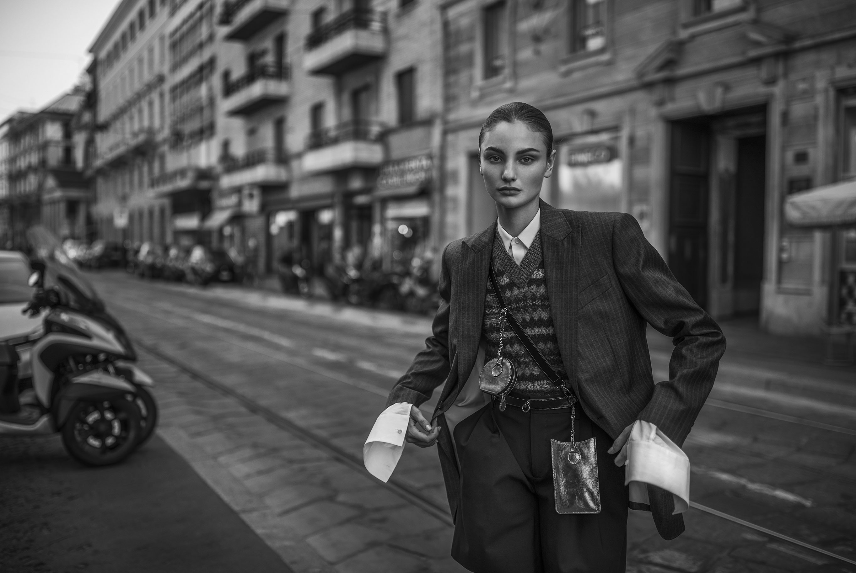 Паула Чиолтян на улицах Милана / фото 01
