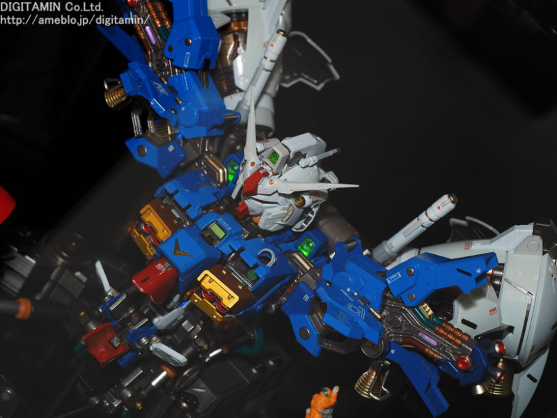 Nu Gundam Bust Display (Formania EX / Bandai) - Page 3 LsI5gGoH_o
