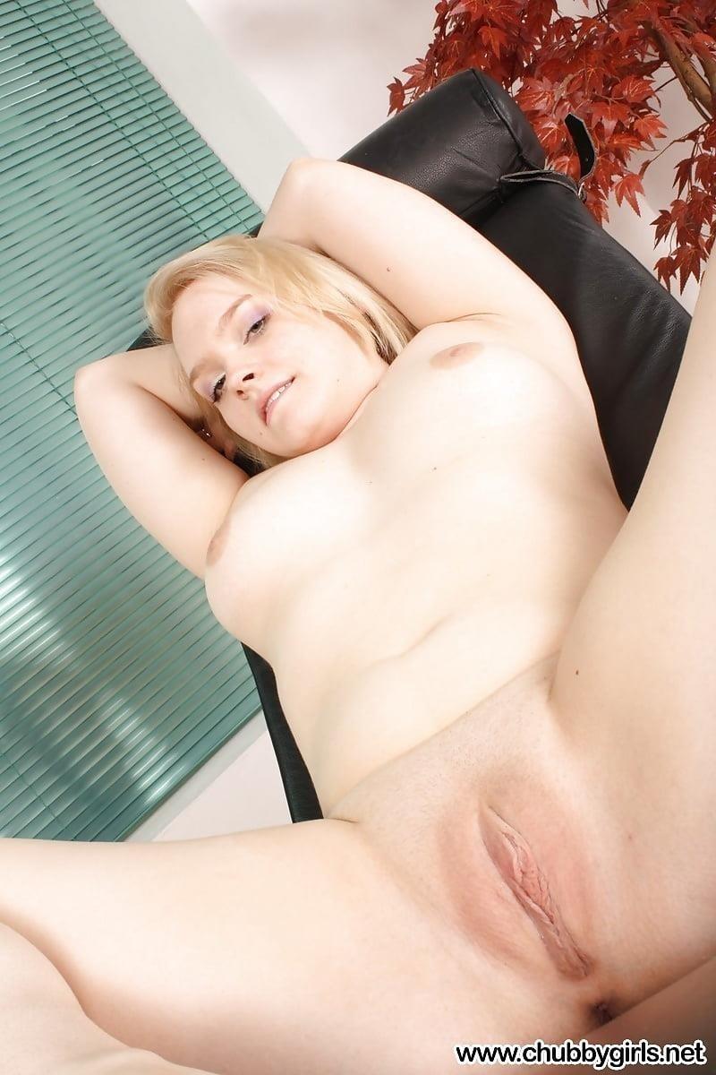 Beautiful voluptuous naked women-7823