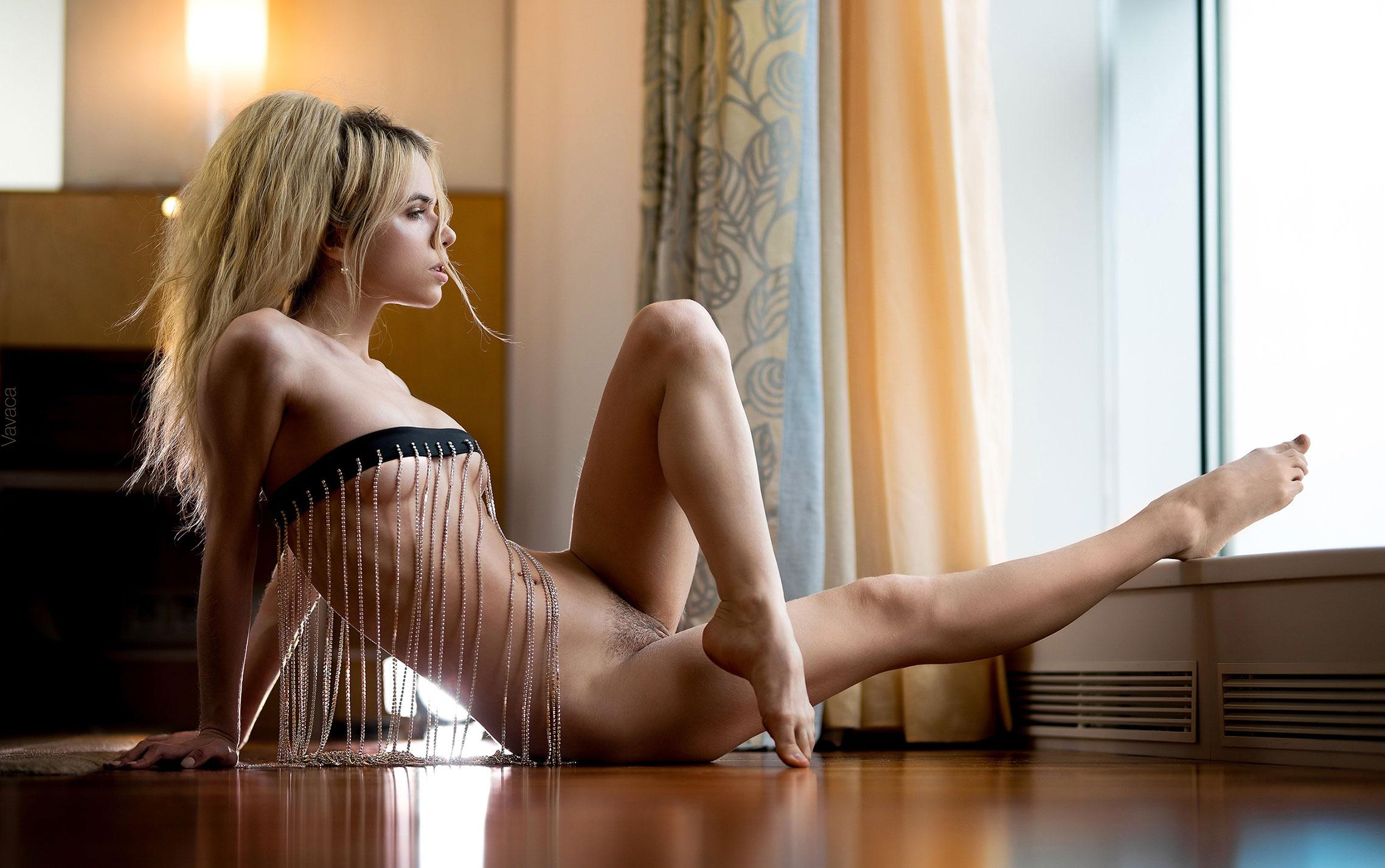 Нестандартное ожерелье на голой Александре Смеловой / фото 04