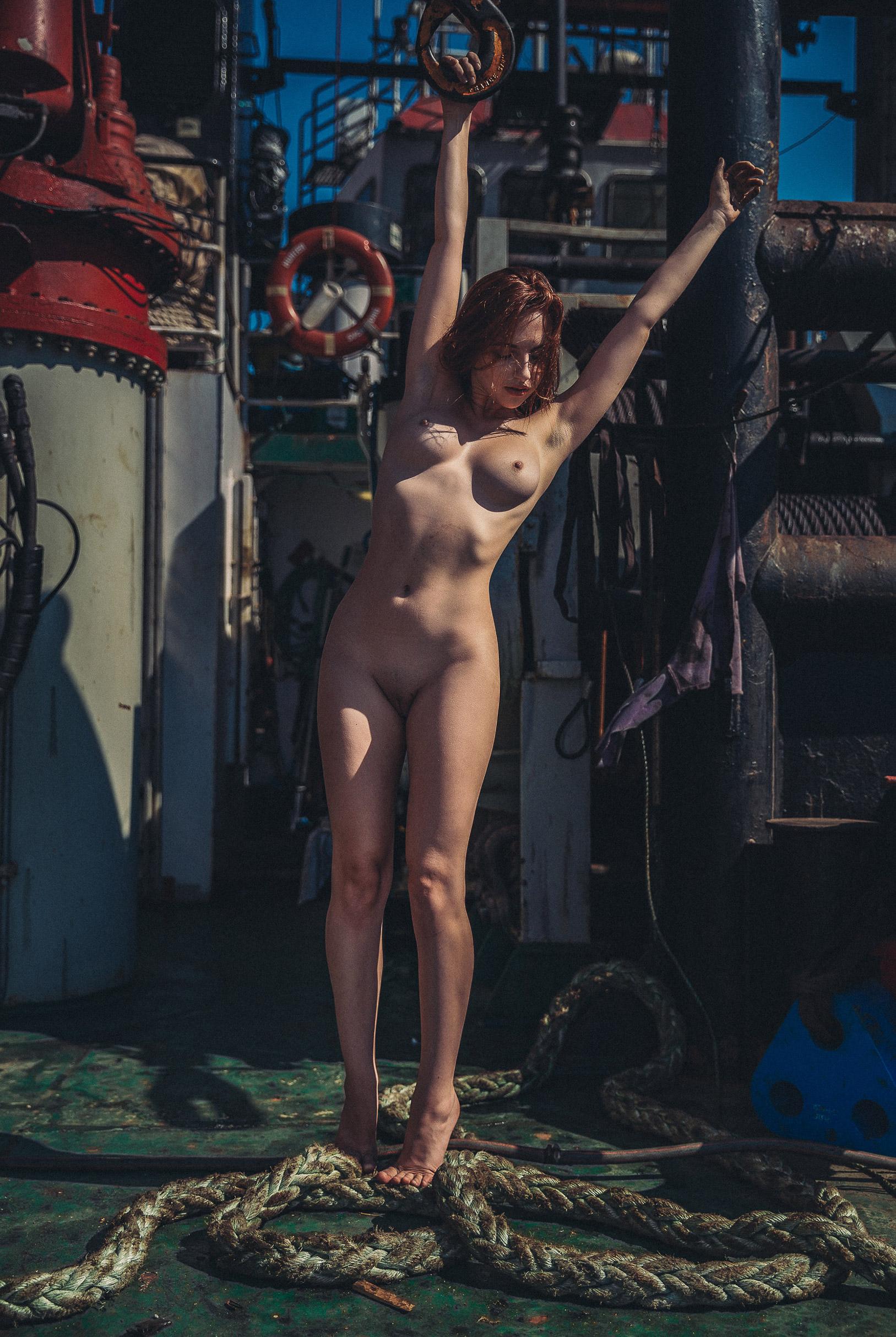 Эротические корабельные будни / Sophia Blake nude by Thomas Agatz