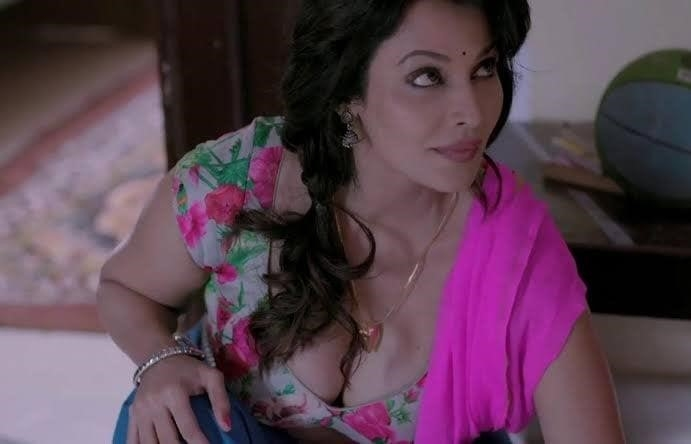 Asha saini hot kiss-6413