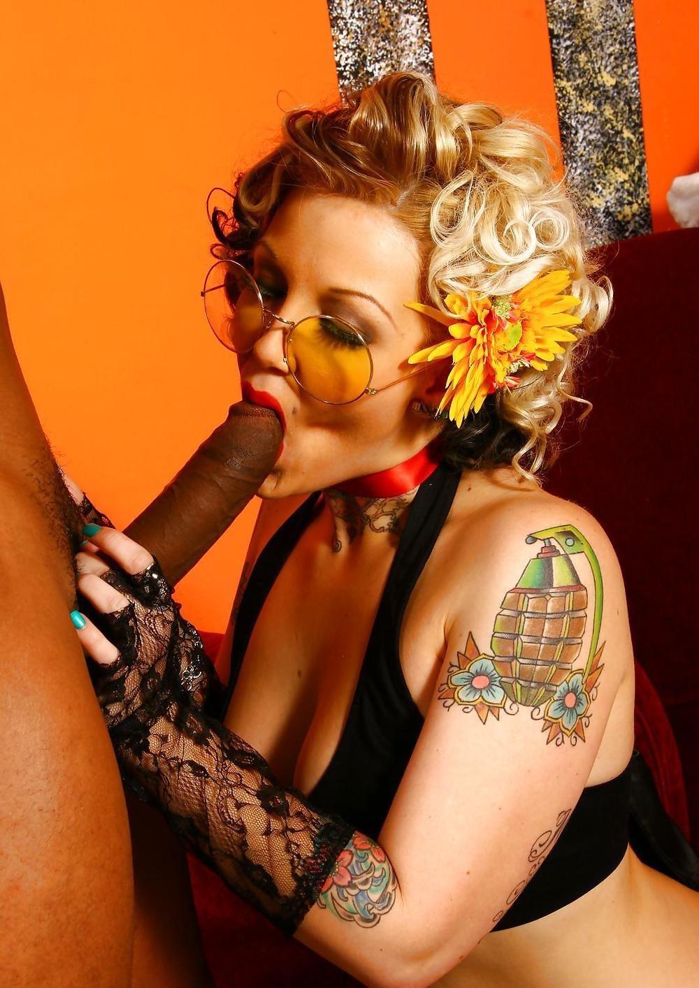 Interracial blowjob pic-4181