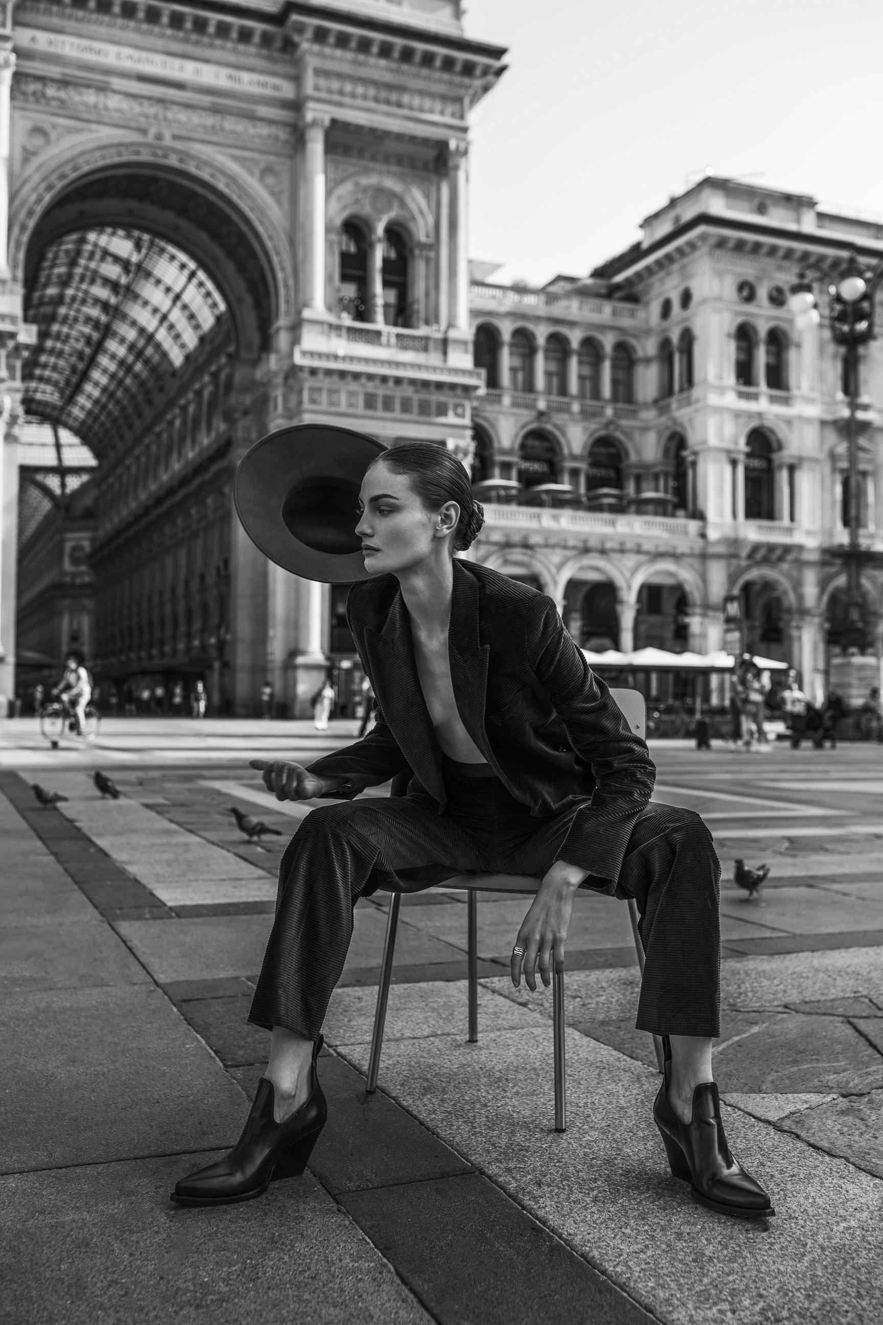 Паула Чиолтян на улицах Милана / фото 04