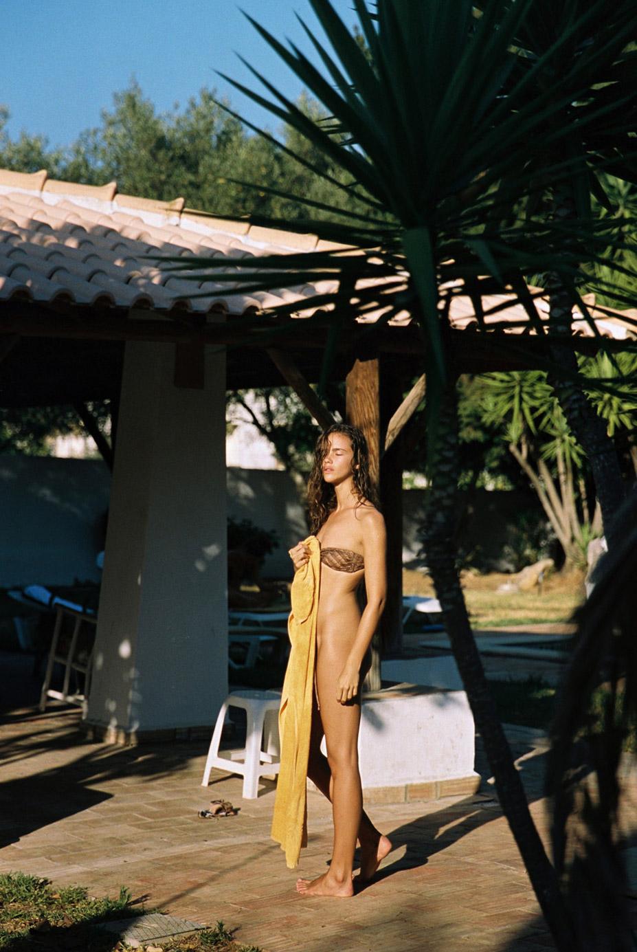 теплый летний день у бассейна с Дженой Голдсак / Jena Goldsack by Cameron Hammond