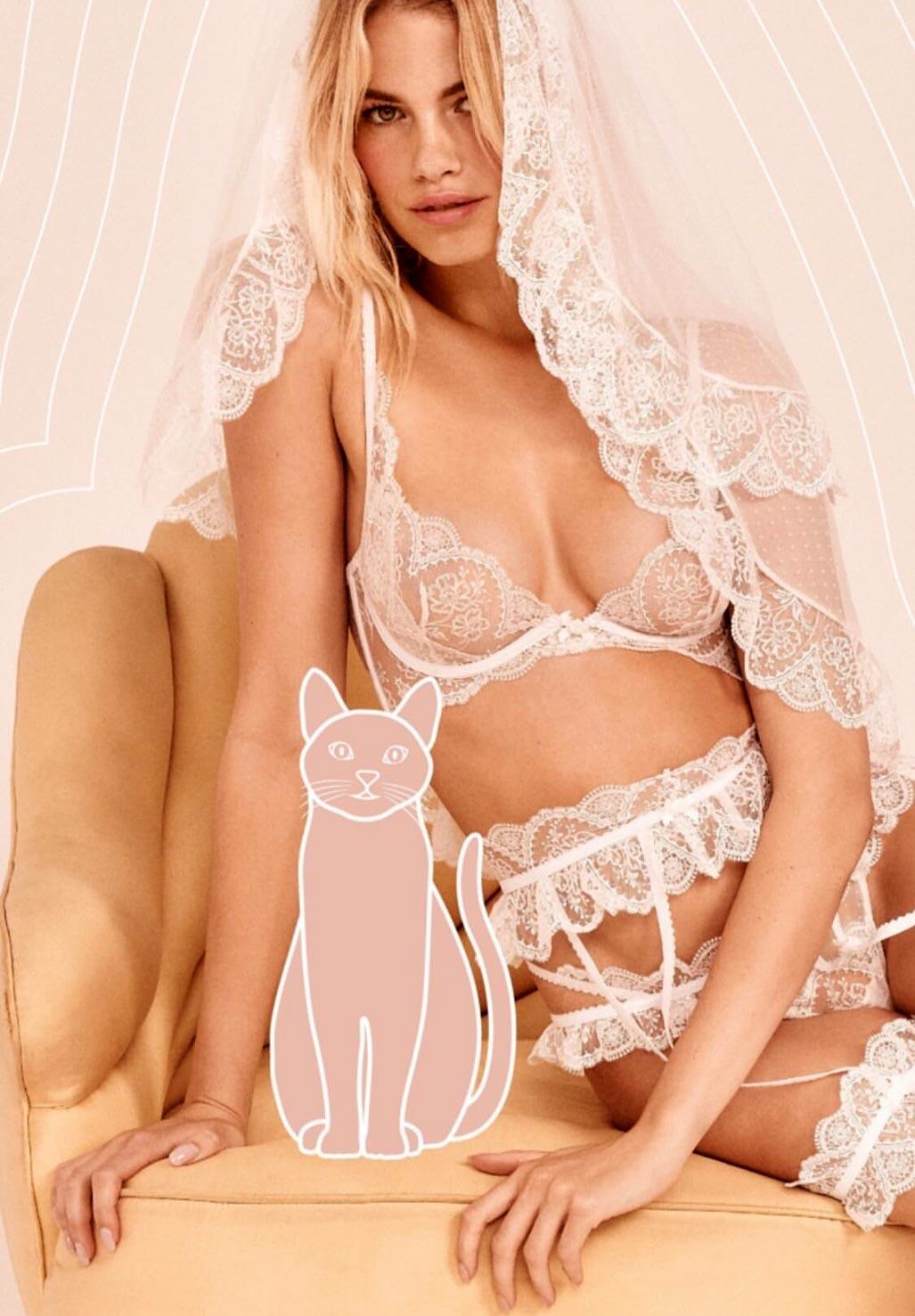 Хейли Клоусон в новой модной коллекции нижнего белья / фото 01