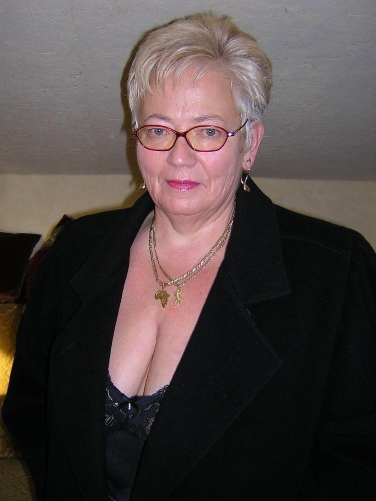 Busty granny porn pics-4192