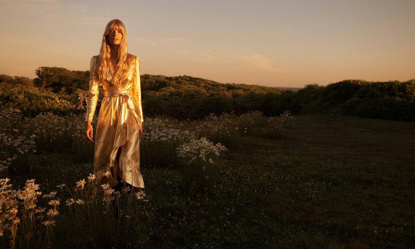 Джулиа Стегнер в одежде из модной коллекции Zimmermann, сезон осень-зима 2020-2021 / фото 02