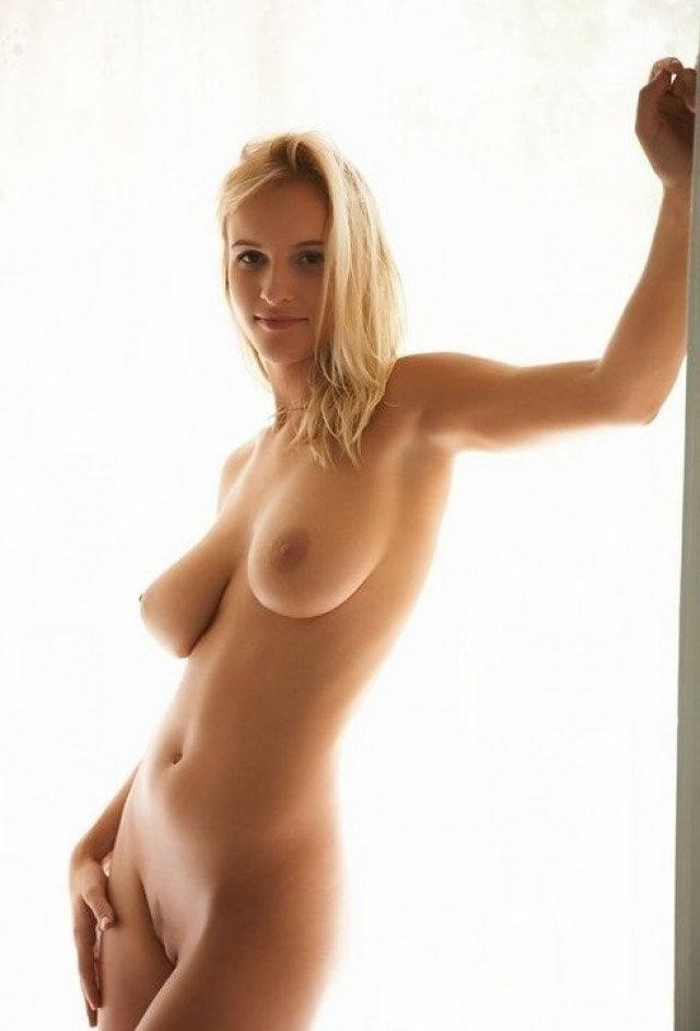 Nude girls with pretty feet-1654