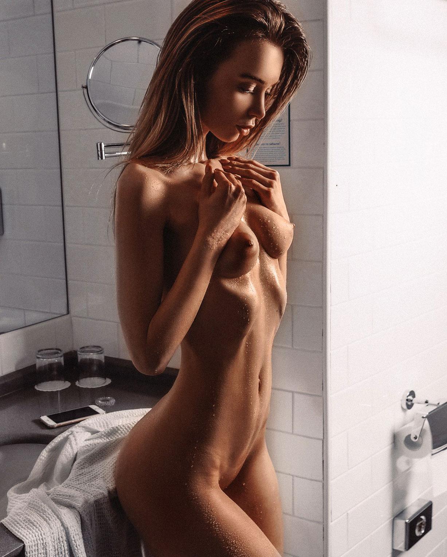 Сексапильная фотомодель Анна Царалунга / Anna Tsaralunga nude by Egor Demidov