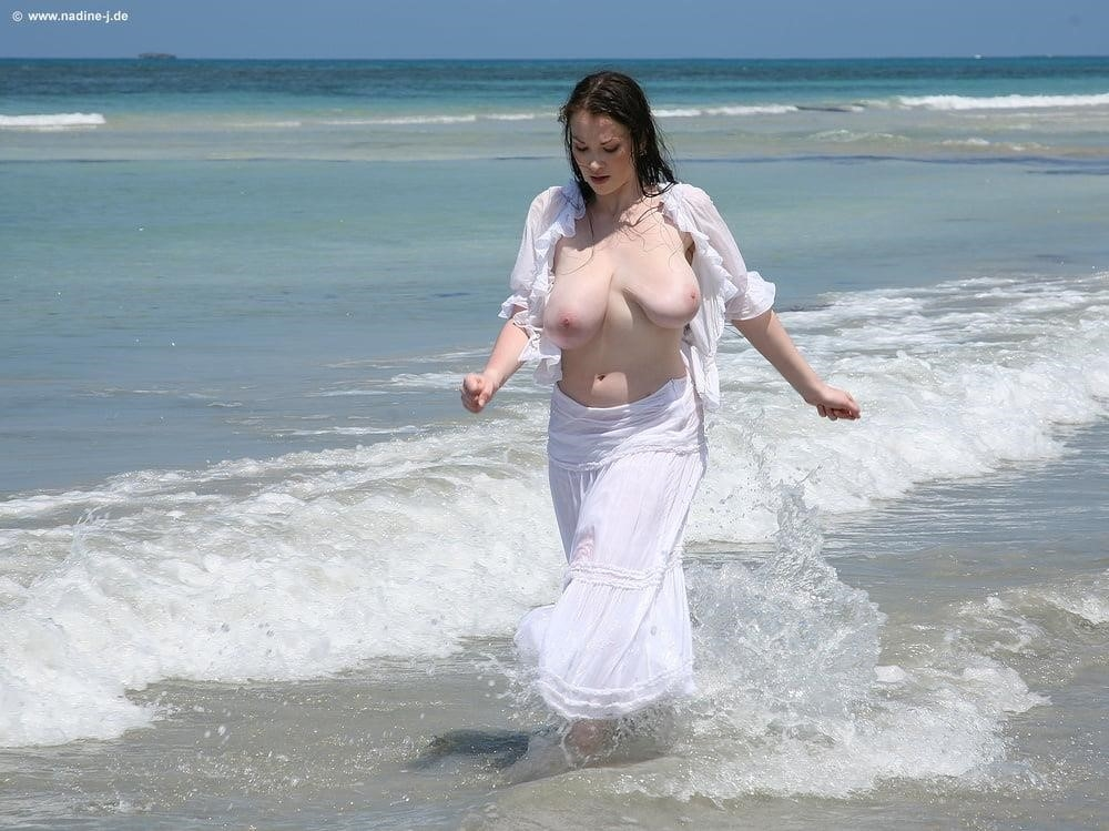 Jiggling boobs in public-6485