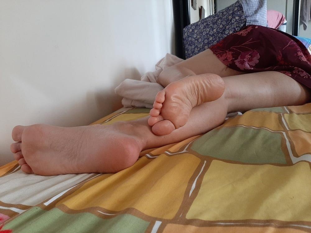 Milf bare soles-8474