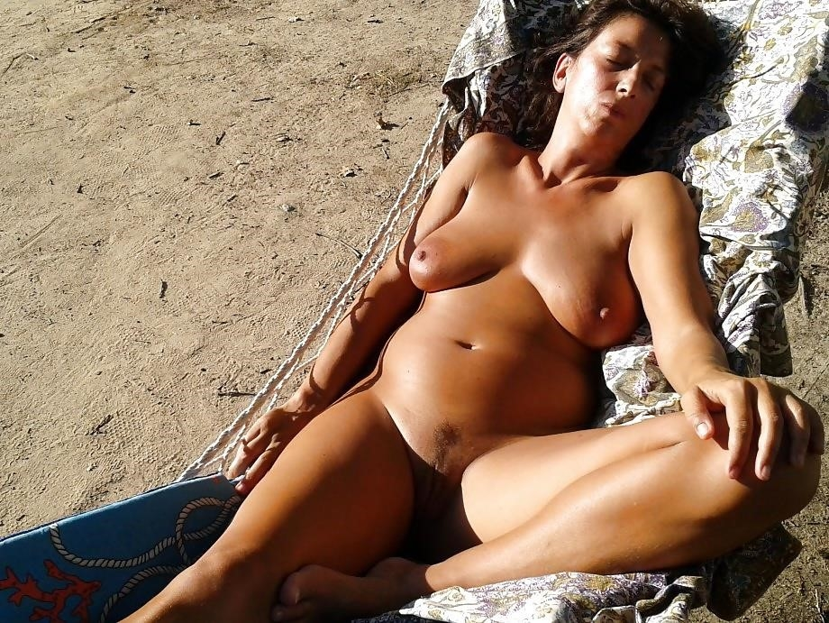 Natural tits on the beach-5521