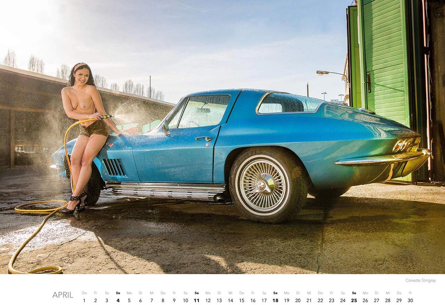 Эротический календарь с сексуальными полуголыми девушками, моющими машины / апрель