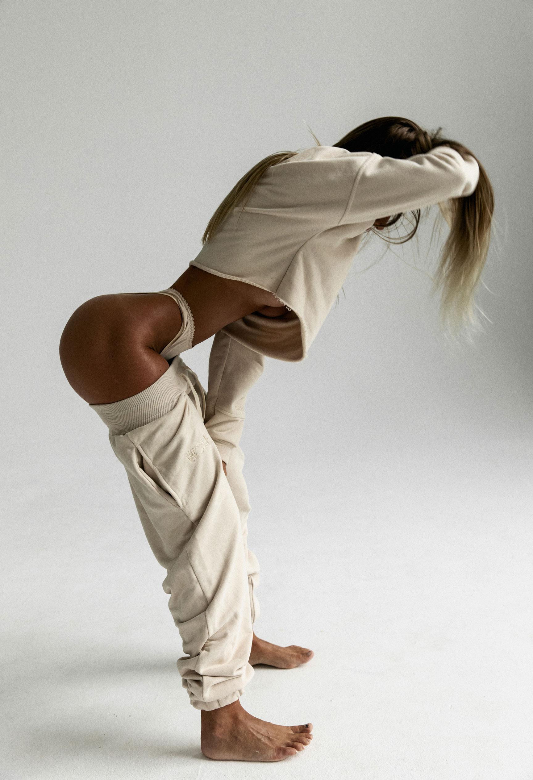 Девушка с атлетичной попой / фото 08
