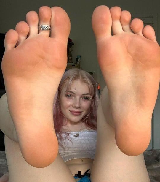 Mom foot fetish-4049