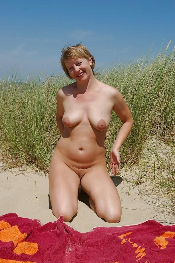 Natural tits on the beach-1670