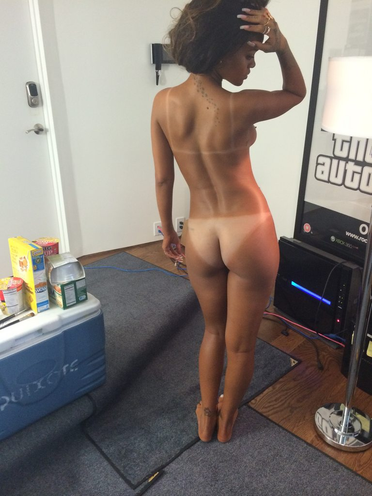 Rihanna Nude & Ass Leaked Photos