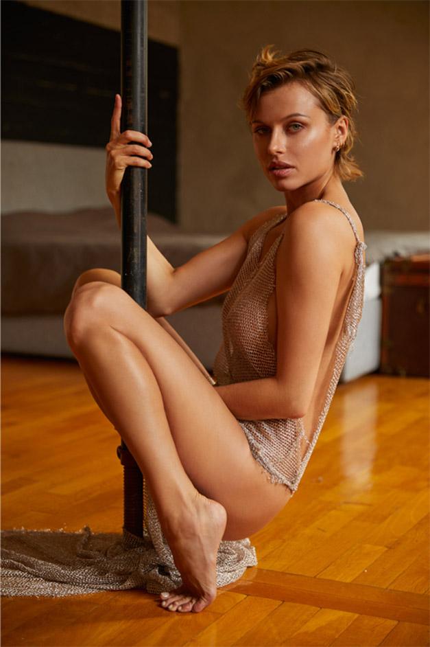 сексуальная Ольга де Мар ждет наступления темноты / фото 04