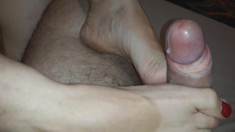 Amateur footjob tube-3161
