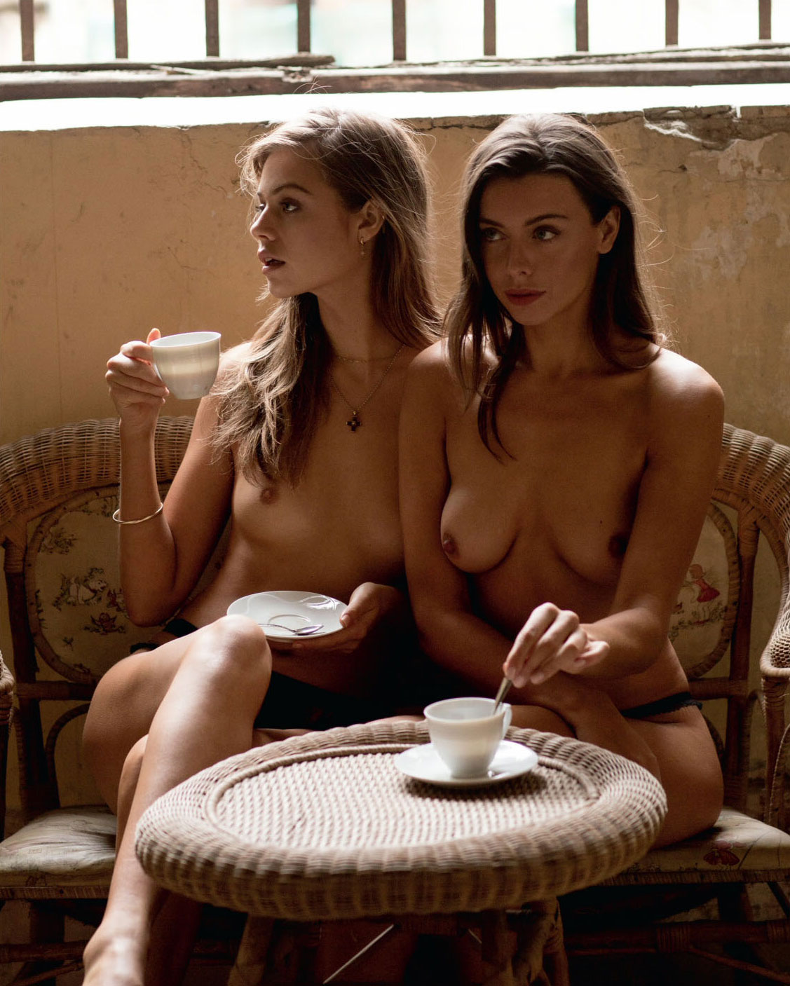 When in Rome / Jess Clarke and Roxanna June by Ali Mitton - Playboy US march/april 2018