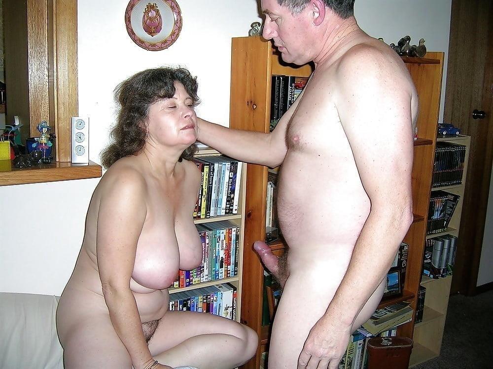 Mature couples copulating-4895