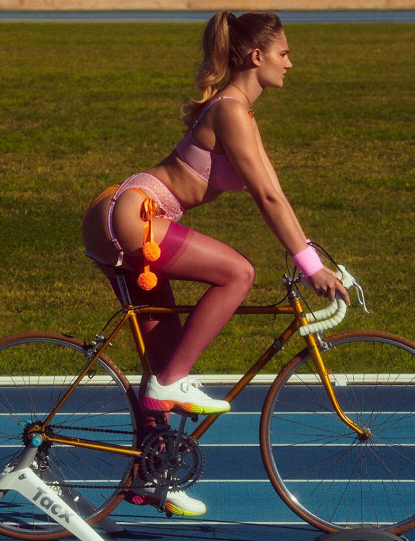 Спортсменки в нижнем белье модного бренда Agent Provocateur, весна-лето 2020 / фото 09