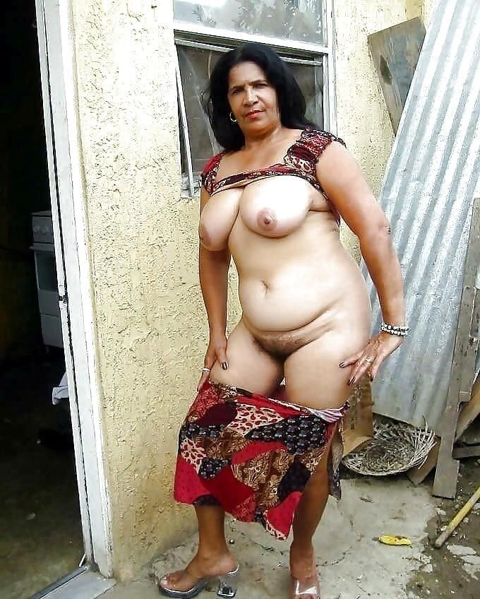 Women flashing their tits in public-7538