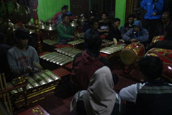 Foto pelatihan ketoprak di Dusun Krajan.