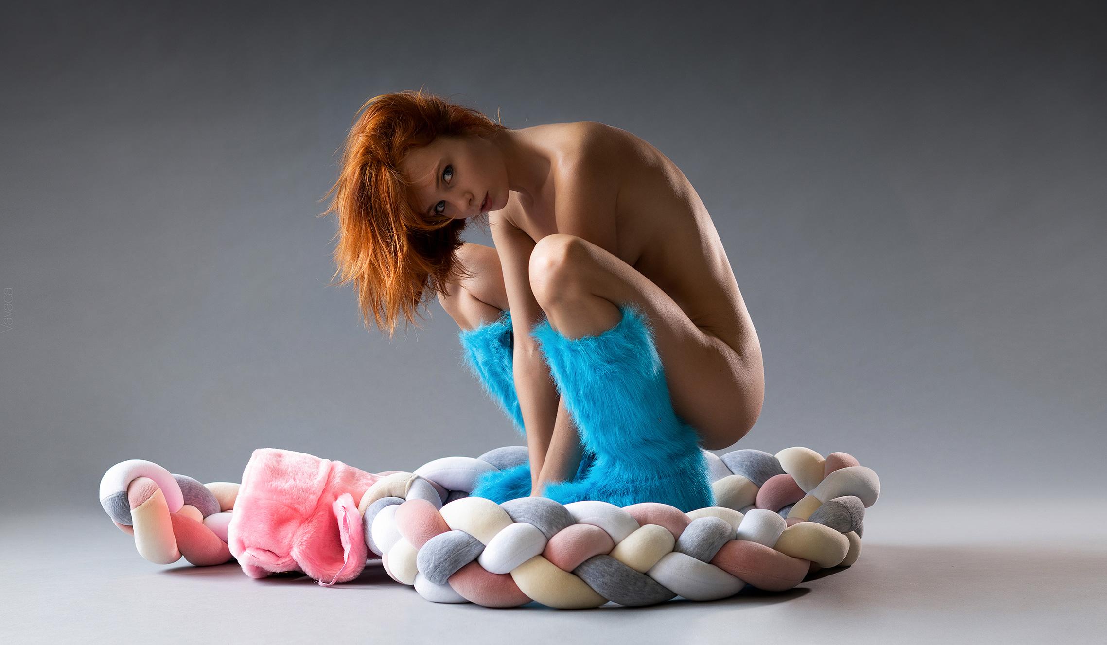 розовая шапка-ушанка, голубые сапоги и разноцветный канат - Марта Громова / Marta Gromova nude by Vladimir Nikolaev