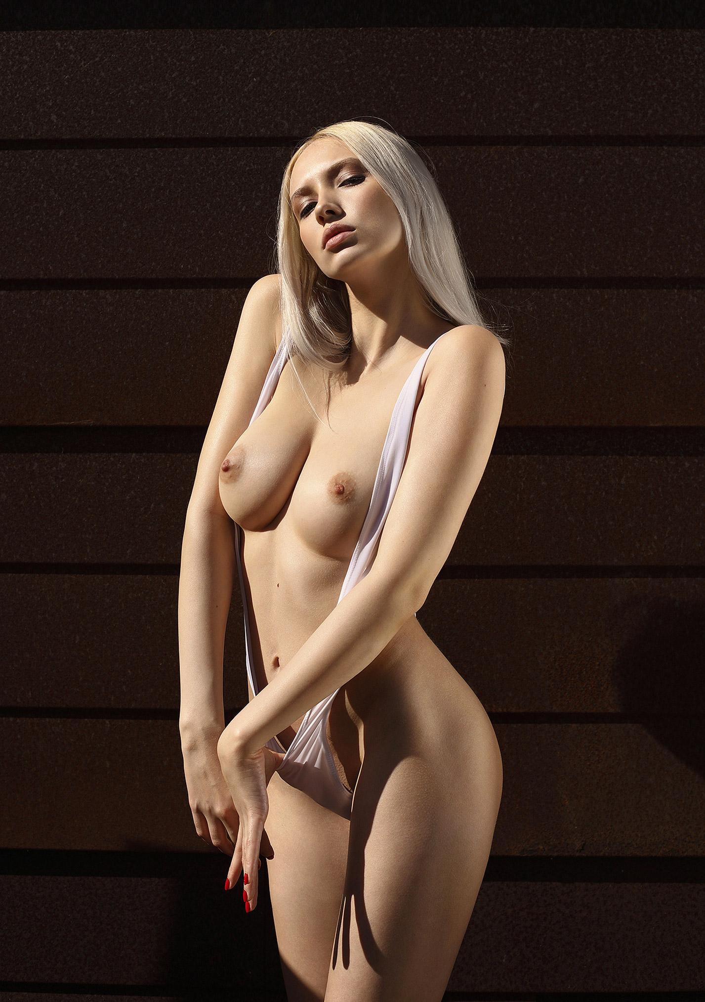 Сексуальная и голая Моника Васп позирует для фотографа журнала Playboy Аны Диас / фото 05