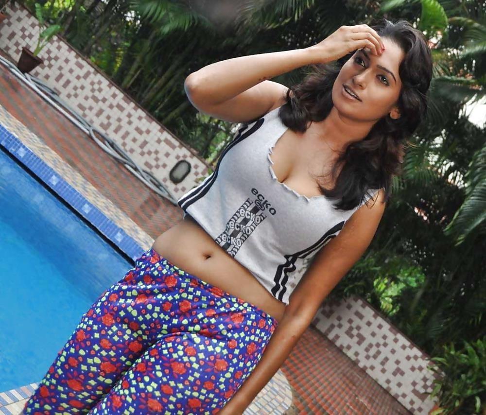 Bollywood actress big boobs photos-1495