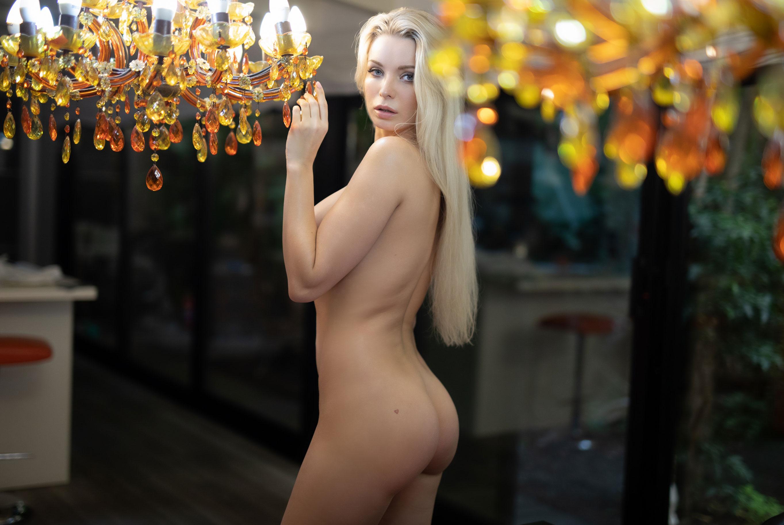 голая Екатерина Енокаева в винтажных интерьерах / фото 02