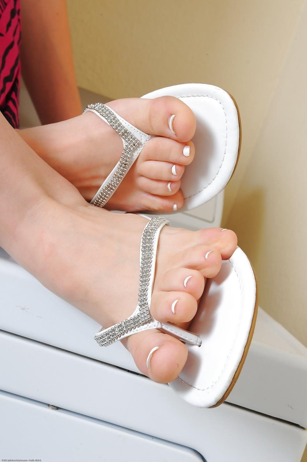 Young porn feet-3156