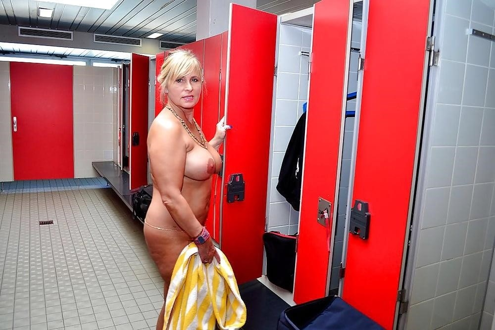 Sex in the public pool-6727