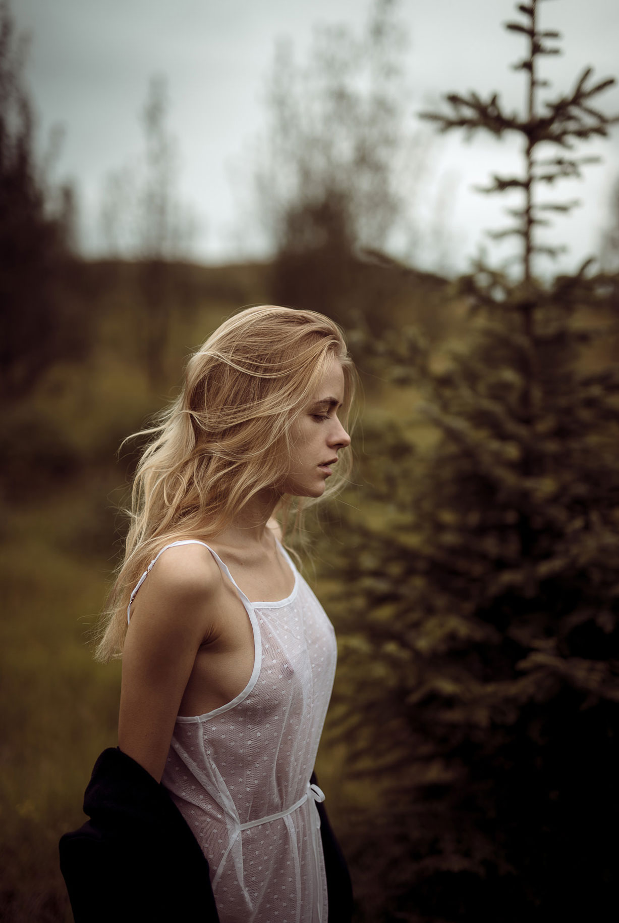 Яна Нагорняк гуляет по лесам и полям Исландии / фото 13