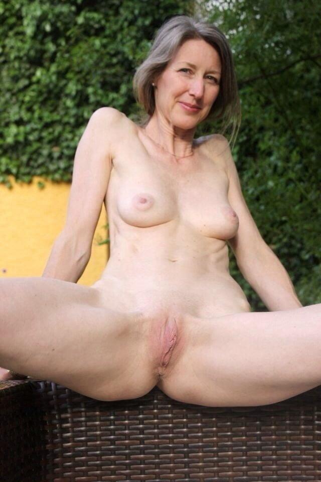 Naked granny porn-8054