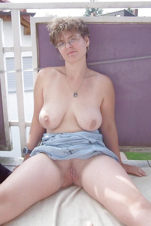 Public up skirt no panties-8772