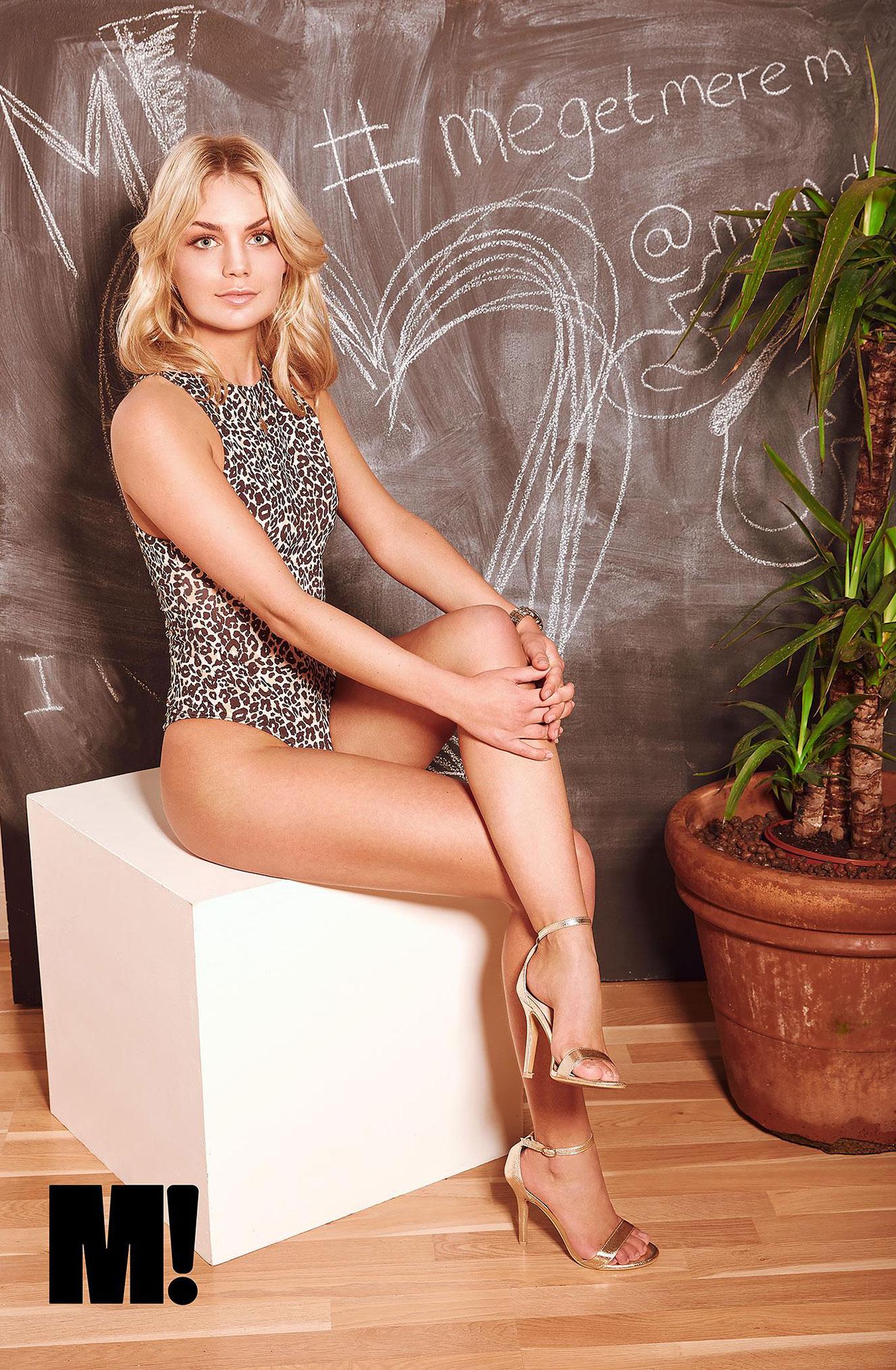 блондинка в винтажных интерьерах / фото 11