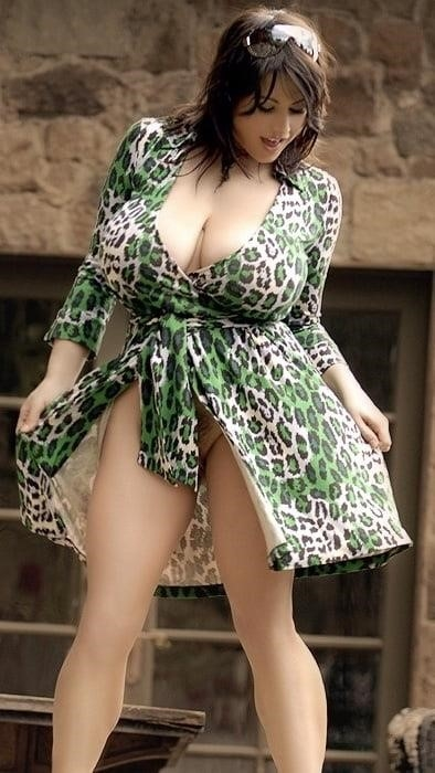 Sucking big sexy boobs-9987