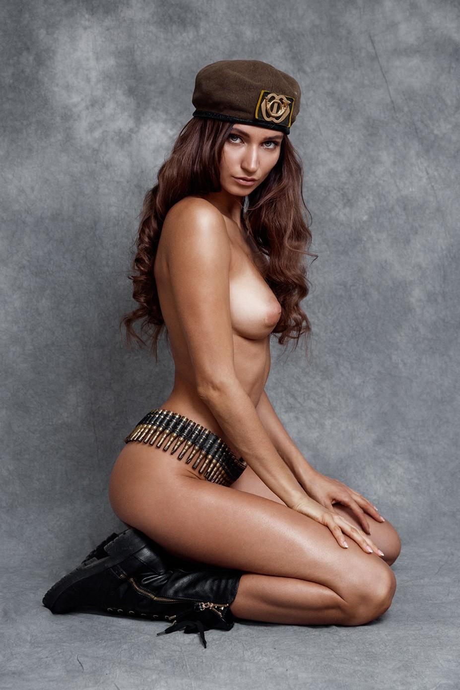 партизанка Илви Кокомо / Ilvy Kokomo nude by Tycho Herf – Lions Magazine