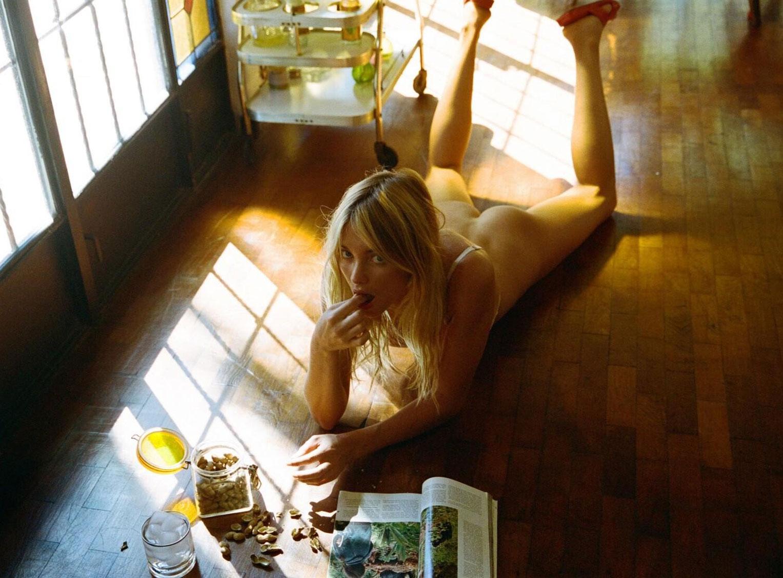 Elyse Taylor by Cameron Hammond