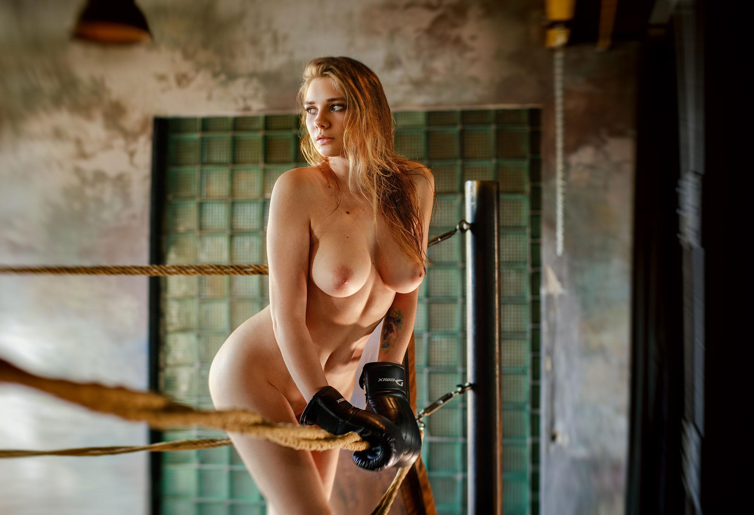 голая Наталья Тихомирова на боксерском ринге / фото 06