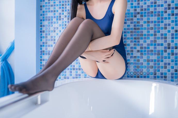 浴缸里的死库水少女萝莉