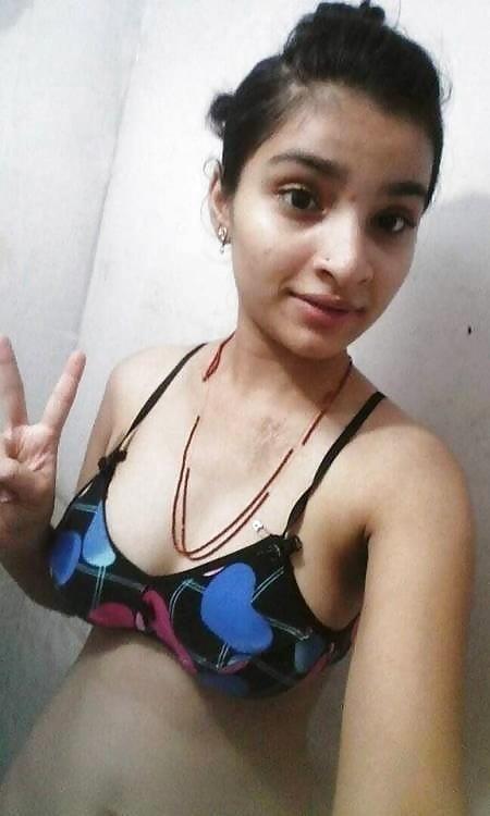 Teen girl nude selfie-9382